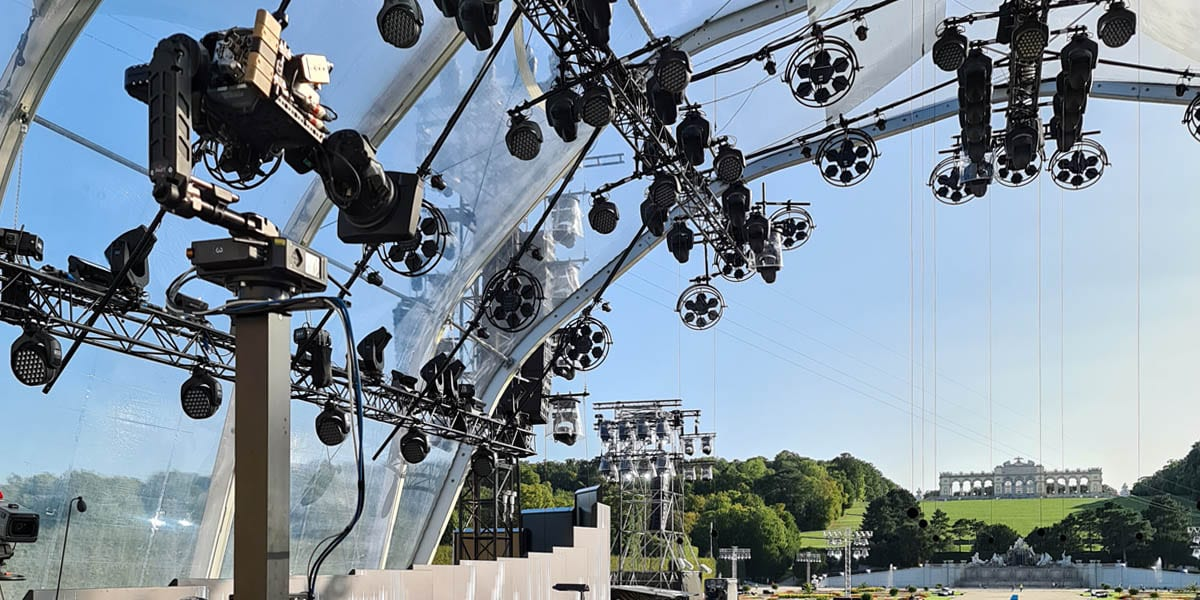 NEWTON stabilized head on telescopic tower/railcam at the TV broadcast of Schönbrunn 2020