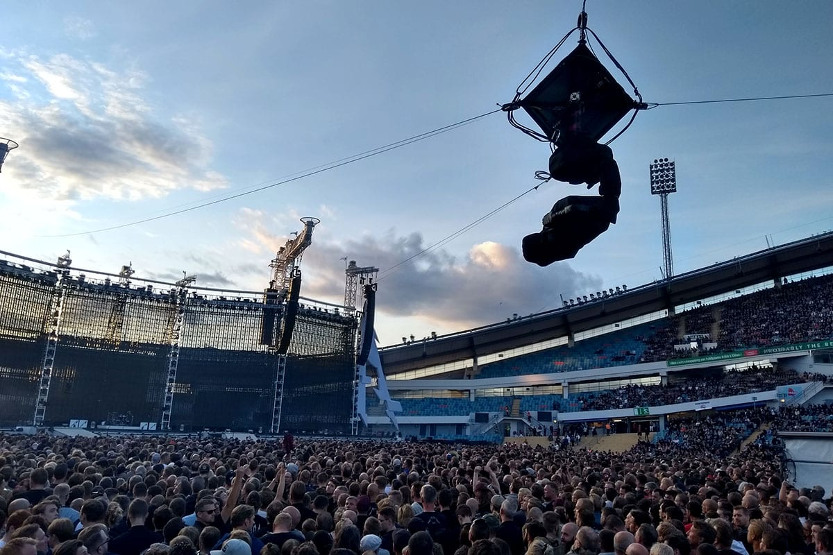Newton stabilized head on spidercam cable cam metallica tour